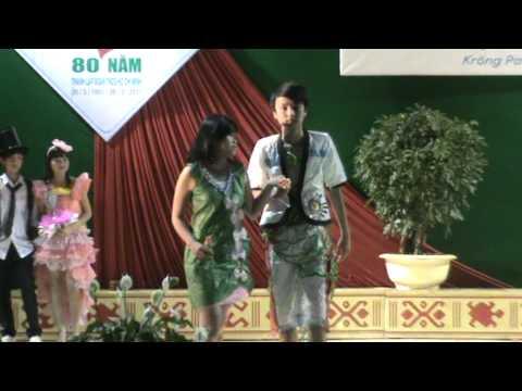 Truong THPT Nguyen Binh Khiem - Krong Pac - thoi trang giay.MPG
