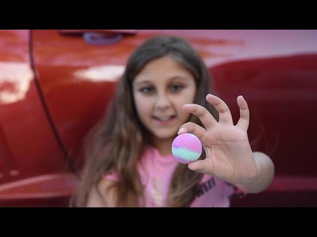 Aplastando Cosas Crunchy y Suaves con un Carro - Probando ASMR con bombas de baño, squishies y más!
