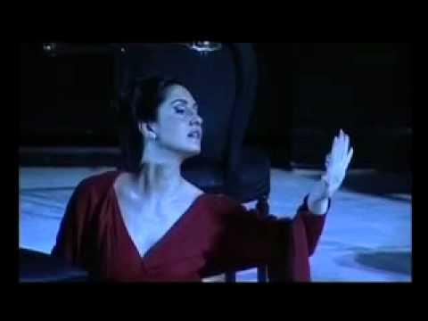 Sara Allegretta - Giulietta /  Les Contes d'Hoffmann