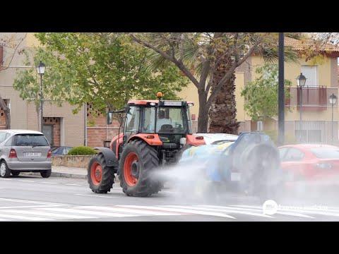 VÍDEO: Enerplus dona combustible para los trabajos de desinfección que realizan cada día los tractores en Lucena
