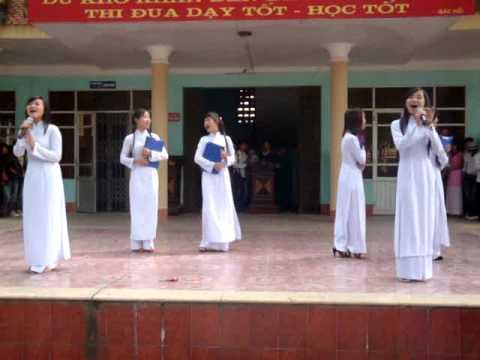 11a8   áo trắng đến trường