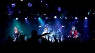 Blue Encount vocals & guitars: 田邊駿一 guitars: 江口雄也 bass: 辻...