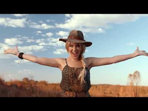 Kylie Minogue woos British 'mates' in Australia Tourism Board's 'Matesong'