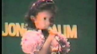 "4 Year Old Girl singing ""Penghujung Rindu"" by Jamal Abdillah"