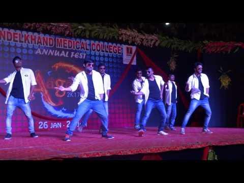 BMC Agaaz 2017 Funny Dance By Batch 2011