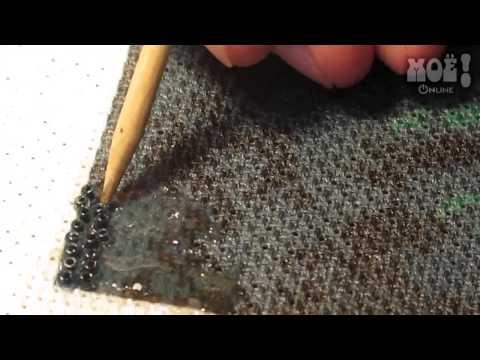 Андрей Терновец делает картины из бисера