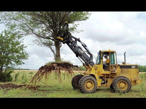 CL Fab XL Pro TreePuller on CAT IT28B Loader