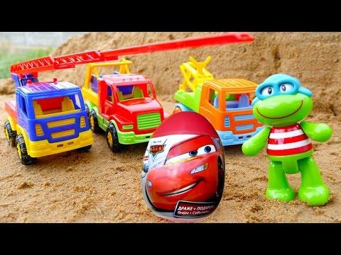 Видео для детей: игры в песочнице, яйцо с сюрпризом. Лягушонок и машинки! Мультфильм Тачки.