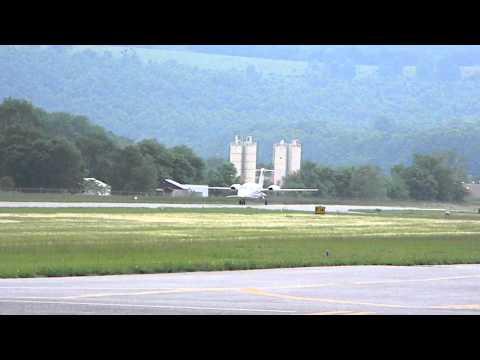 Piaggio P-180 Avanti Takeoff Petersburg, WV