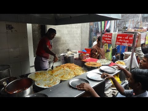 """Very Fast Masala Dosa Making by """"The Dosa Master"""" of Chauta Bazaar: Indian Street Food, Surat, India"""