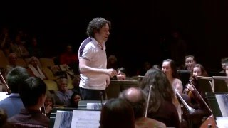 Gustavo Dudamel conducts a rehearsal with the UC Berkeley Symphony Orchestra(, 2015-02-06T19:25:29.000Z)