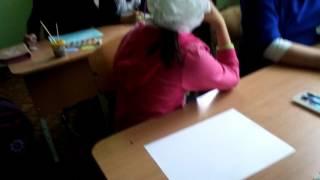 Лера курит на уроке изо