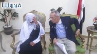 بالفيديو: محافظ شمال سيناء يلتقى مع أم عبد الله لتحقيق مطالبها