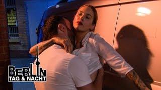 Böser Streich: Milla verführt zum Autosex 🚗🍆💦 #2001 | Berlin - Tag & Nacht