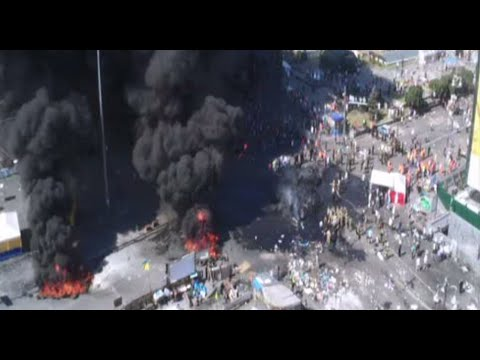 Maidan on fire again: Clashes, tires burnt as Kiev dismantles barricades