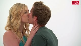 Sarati Makes Out with Kyle | Love at First Kiss