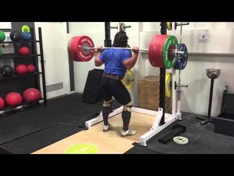 Eccentric squats... 4 reasons you should do them