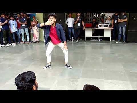 Lovely Dance Performance @ IEC INNOVISION 2K18 (SOLO DANCE- Mr. Arpit).    #echosmart