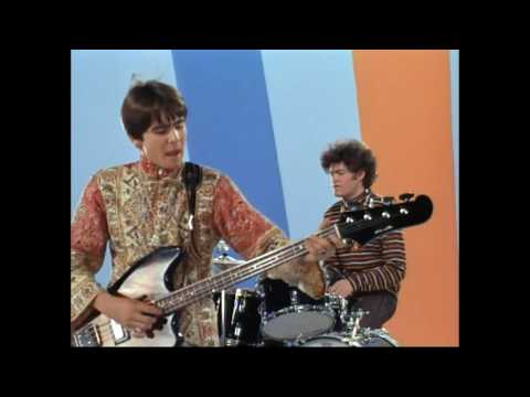 The Monkees - Pleasant Valley Sunday (Stereo)