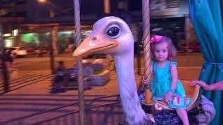 BRINCANDO NO PARQUE DE DIVERSÃO - Amusement park for children Funny Playtime - CLUBINHO DA LAURA