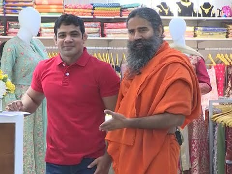 Ramdev's Patanjali Paridhan Apparel Store Has Jeans, Ethnic Wear | ABP News