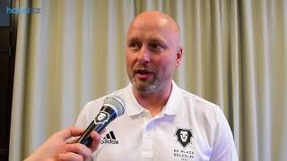 Trenér Patrik Augusta na předsezónní tiskové konferenci BK Mladá Boleslav