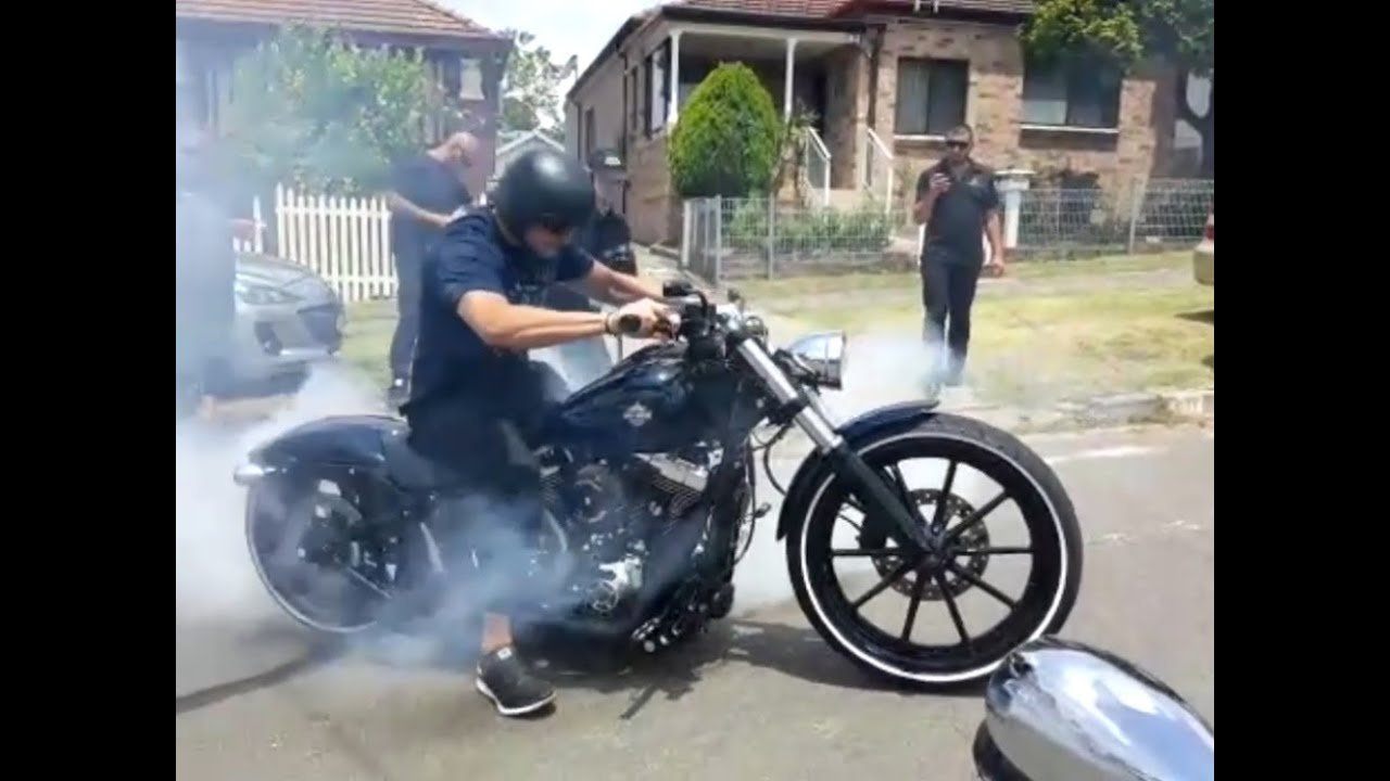 Harley Davidson Chopper >> Harley Davidson Breakout Softail FXSB Extreme Burnout ...
