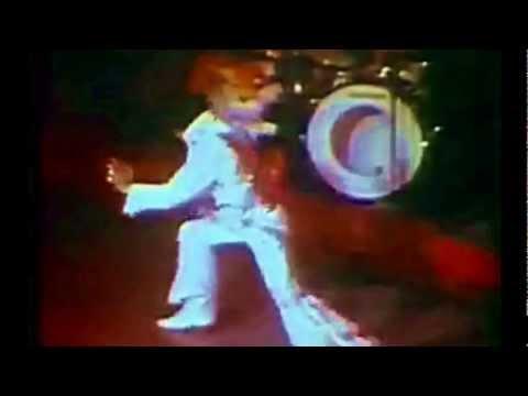 ELVIS: KARATE ONSTAGE, VEGAS '74 (Dragon Suit)