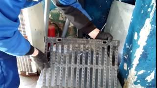 видео Щелевая водоотводная решетка из чугуна