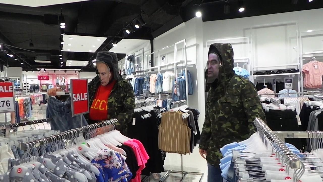 «глория джинс» – самый крупный и известный производитель одежды в украине. Компания самостоятельно разрабатывает, производит и реализует модную, высококачественную одежду, обувь и аксессуары под брендами gloria jeans и gee jay. Ежегодно «глория джинс» делает только лучшие.