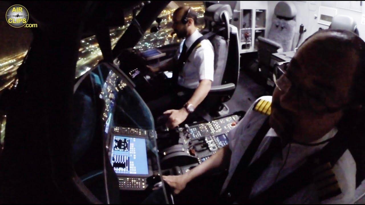 F/O Ziyad Smootly landing his Boeing 787-9: Saudia Airlines Jeddah Night Landing! [AirClips]