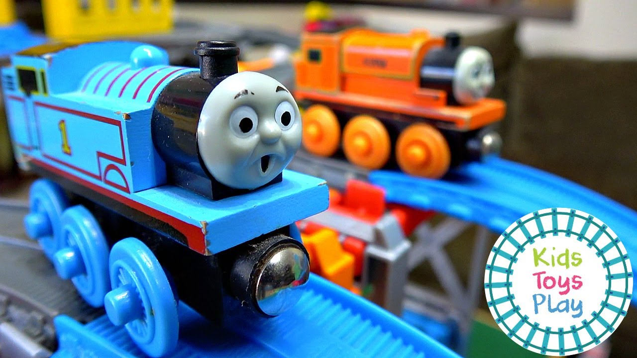 Thomas and Friends Halloween Mystery Wheel Sodor Superstation Speedway Train Races