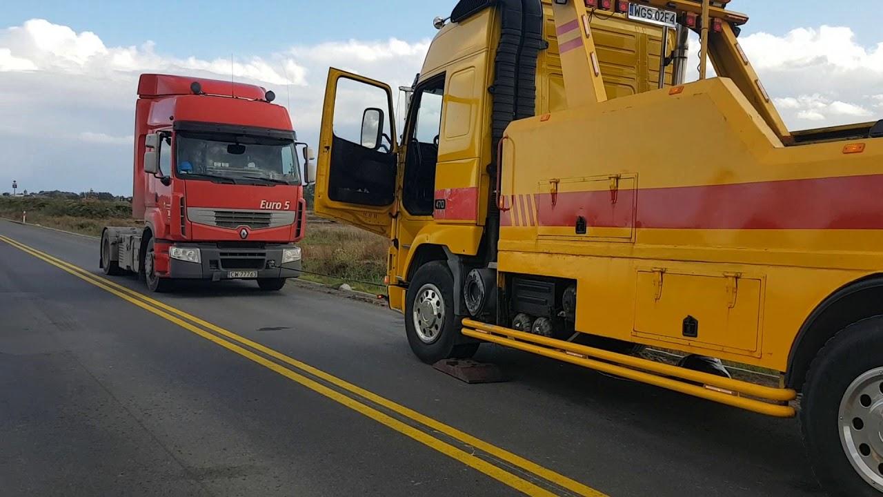 Droga krajowa nr 7: Trwa wyciąganie cysterny. – 12.10.2017