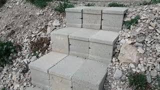 Escalera de bloques muy fácil y resistente en el bancal/El ratillo de Juan Valentín