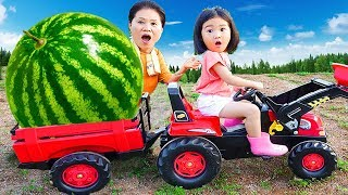 Boram aide sa grand-mère avec Hot Wheels Monster Tracteur
