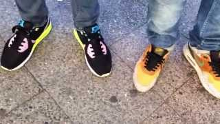 Nike Air Yeezy 2 black solar red Release Camp Out Berlin Sneaker Lining 2012 Thumbnail
