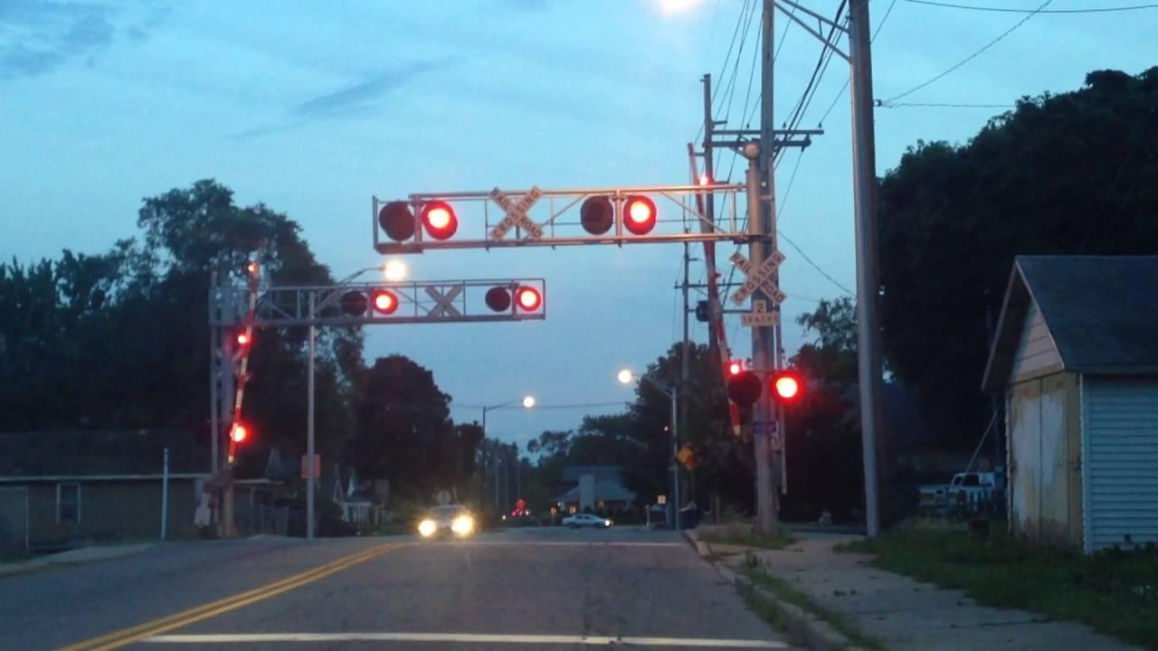railroad crossing light and gates liberty drive mishawaka indiana youtube railroad crossing light and gates liberty drive mishawaka indiana