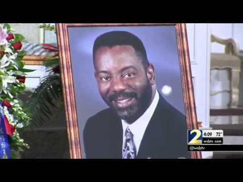 Family, friends say goodbye to Ralph David Abernathy III