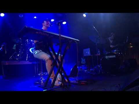 Easy - Mac Ayres Live