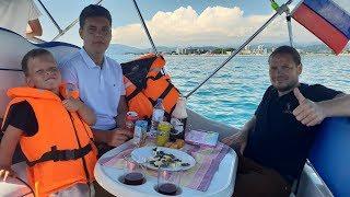 День рождения папы!Катаемся на яхте,открываем Киндеры-сюрпризы!