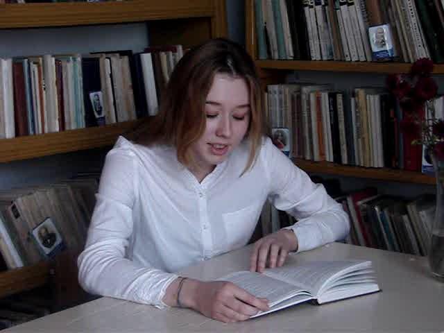 Изображение предпросмотра прочтения – ПолинаСавлук читает произведение «Стихотворение в прозе. Дурак» И.С.Тургенева