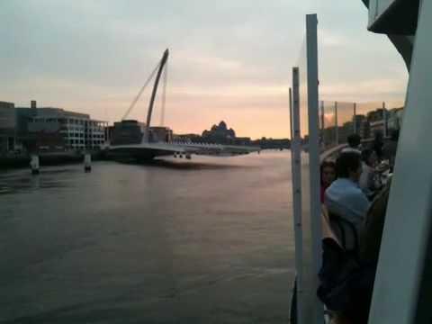 Samuel Beckett Bridge closing