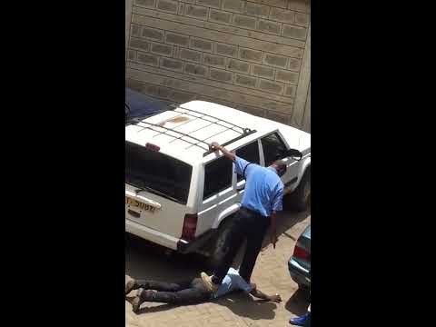 Police brutality: Shocking, Kenyan cop goes wild on a citizen.