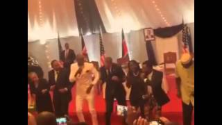 president obama dancing to sauti sol s sura yako in kenya