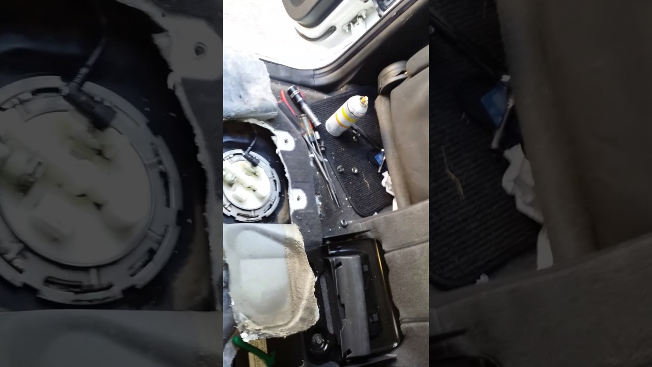 Nissan Pathfinder 2005 Acceso A Bomba De Gasolina Youtube