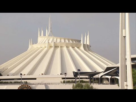 Shelley Wade - The Moment Disneyland's Space Mountain Stopped During Earthquake
