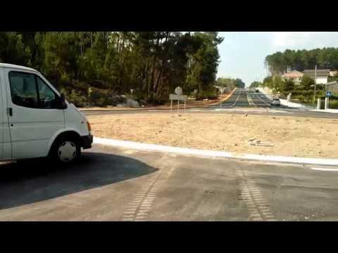 Carrinha estacionada numa rotunda de Castro Daire - Viseu