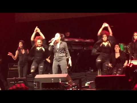 DEMI LOVATO - SORRY NOT SORRY - FREE RADIO LIVE BIRMINGHAM - 11/11/17 - 4TH ROW