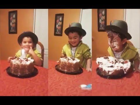 El entusiasmo de este niño terminó por arruinar su pastel de cumpleaños