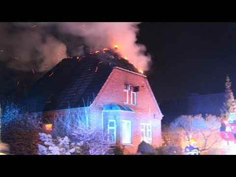 21.04.21 Voldsom brand i villa - Brandmand fik teglsten i hovedet